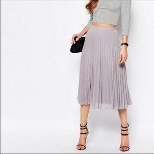 NWOT New Look gray chiffon pleated midi skirt